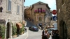 un oras medieval de poveste ofera cazare gratuita celor care vor sa devina parinti
