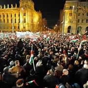 in ungaria aproape 100000 de personae au iesit in strada pentru viktor orban