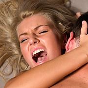 femeia cu 100 de orgasme pe zi