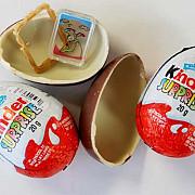 ouale kinder sunt subiectul unui scandal de discriminare sexuala