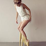 noua inventie in materie de fashion - pantofii cu tocul in fata