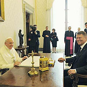 papa francisc vine in romania