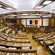 candidatii la prezidentiale trebuie sa stranga cel putin 15 mii de semnaturi in republica moldova