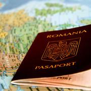 doi barbati cu buletine false de romania arestati pe un aeroport din italia