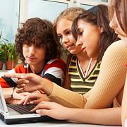 elevii ar putea primi gratuit cate un mini-calculator