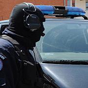 prahova 18 persoane arestate si 12 plasate sub control judiciar pentru trafic si consum de droguri de mare risc