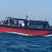 un vas cu 100 de migranti clandestini a ajuns pe litoralul marii negre