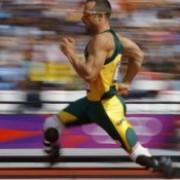 atletul paralimpic oscar pistorius si-ar fi impuscat iubita accidental