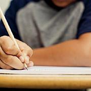 baiatul unui director din primaria ploiesti nota 10 la evaluarea nationala 9 medii de 10 in prahova