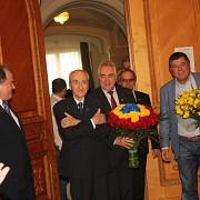 99 de trandafiri pentru presedintele de onoare al pnl