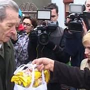 familia regala a impartit cadouri localnicilor din savarsin