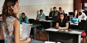 1000 de burse de 200 lei pe luna pentru elevii de etnie romana din ucraina
