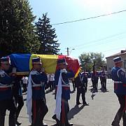 seniorul mircea ionescu quintus inmormantat cu onoruri militare la ploiesti foto
