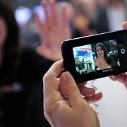 smartphone-urile cauzeaza deformari ale fetei