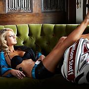 sophie horn transforma golful intr-un sport sexy  foto