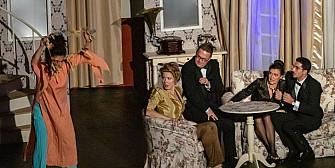 iubitorii de teatru din ploiesti se vor rasfata la inceput de weekend teatrul elisabeta din bucuresti revine cu o comedie celebra