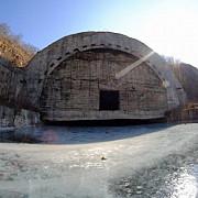 un fotograf curajos a descoperit un adapost sovietic urias pentu submarine