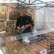 baclavale cu arome de turcia fabricate de un roman la targul cu bunatati si dichisuri de la weekend pe bulevardul castanilor din ploiesti