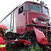 arges o masina a fost lovita de un tren