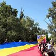 un steag tricolor de 300 de metri a unit romania cu republica moldova la podul peste prut de la sculeni