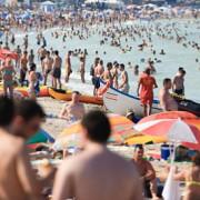 numarul turistilor a crescut cu 127