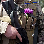 militari rusi parasesc armata din cauza conflictului din ucraina