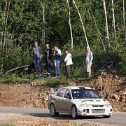 un arbitru de la un raliu desfasurat in judetul brasov a fost ranit de o masina scapata de sub control