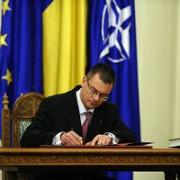 mihai-razvan ungureanu si ministrii sai  au depus juramantul de investitura
