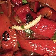 mega image ambaleaza si vinde salata cu viermi