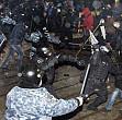 violente la cernauti politia a intervenit cu gaze lacrimogene