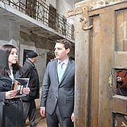 asr principele nicolae al romaniei a vizitat fosta inchisoare de la ramnicu sarat