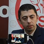 un politician sprijina tinerii handbalisti din mizil
