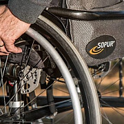 guvernul a reglementat statutul asistentilor personali care vor putea ingriji la domiciliul lor persoane cu handicap