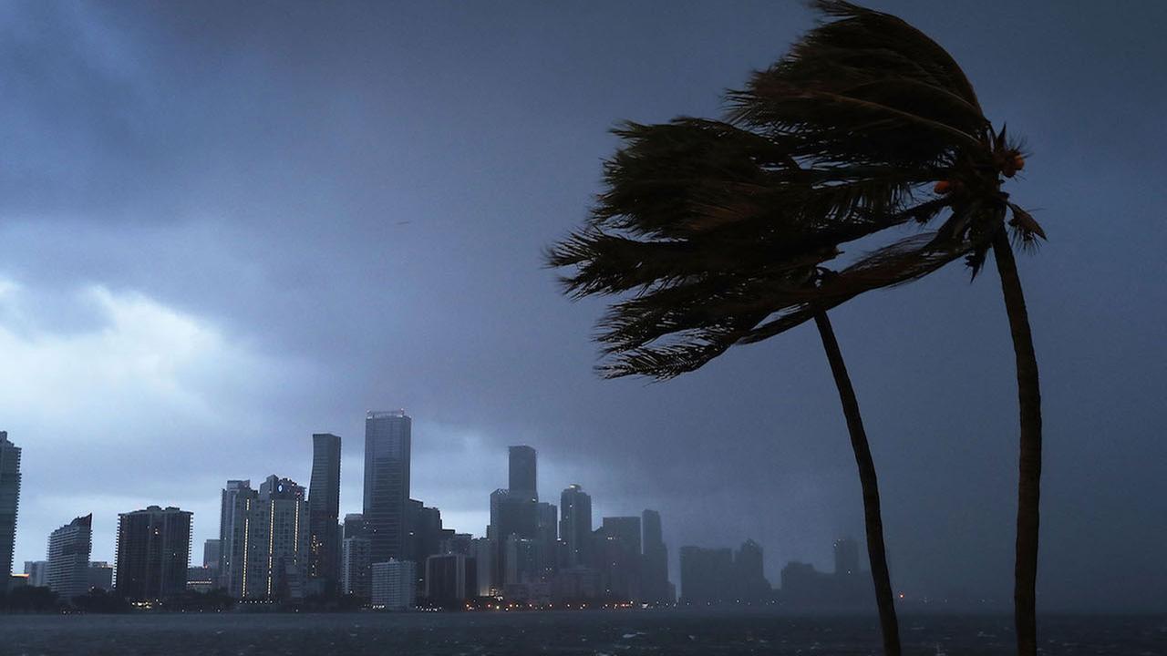 cel mai mare uragan din istorie 3 morti pagube de 200 de miliarde usd 35000 de romani in zona afectata