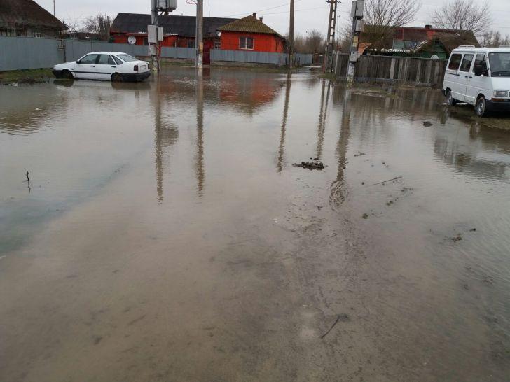 sulinasub ape cartierul prospect inundat in totalitate foto si video
