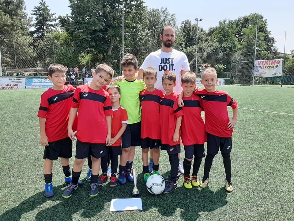 video succes remarcabil pentru micutii fotbalisti de la csm ploiesti la kiru sport cup