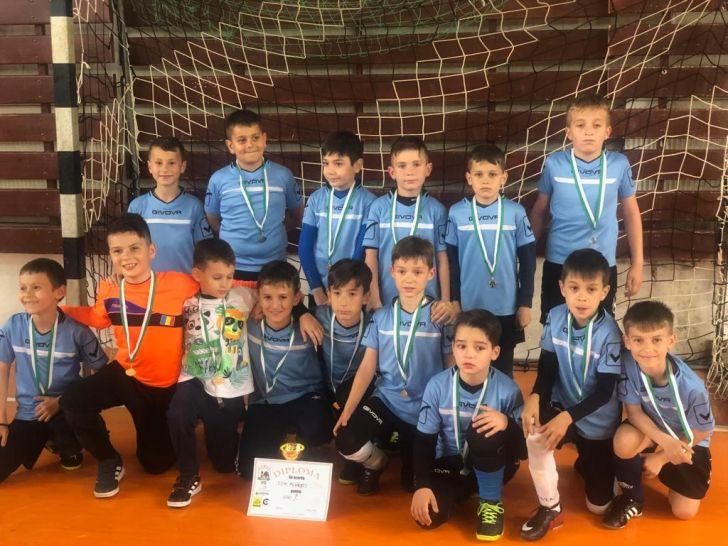 performanta pentru micii fotbalisti de la csm ploiesti grupele 2011 si 2010 locul 1 la caraimanul kids cup la busteni