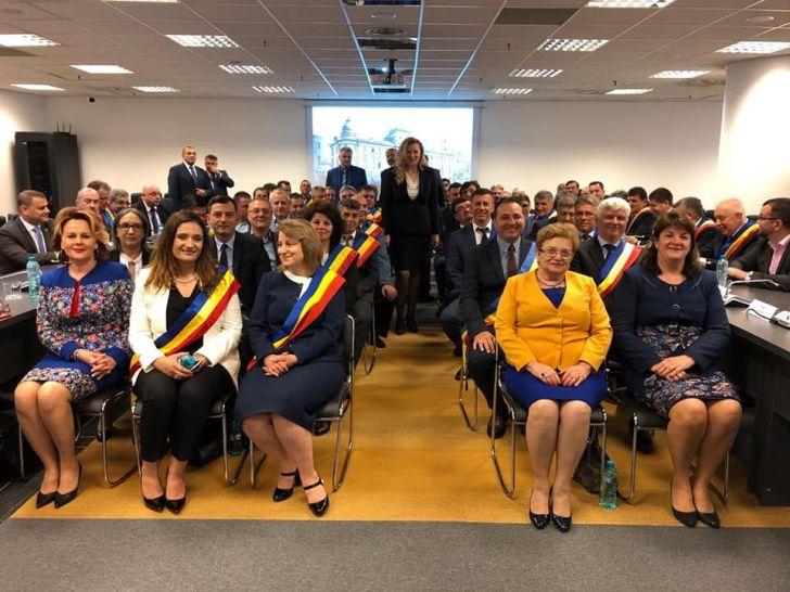primarul dobre a transformat primaria ploiesti in sediu de partid angajatii trimisi acasa mai devreme pentru a lasa loc pnl