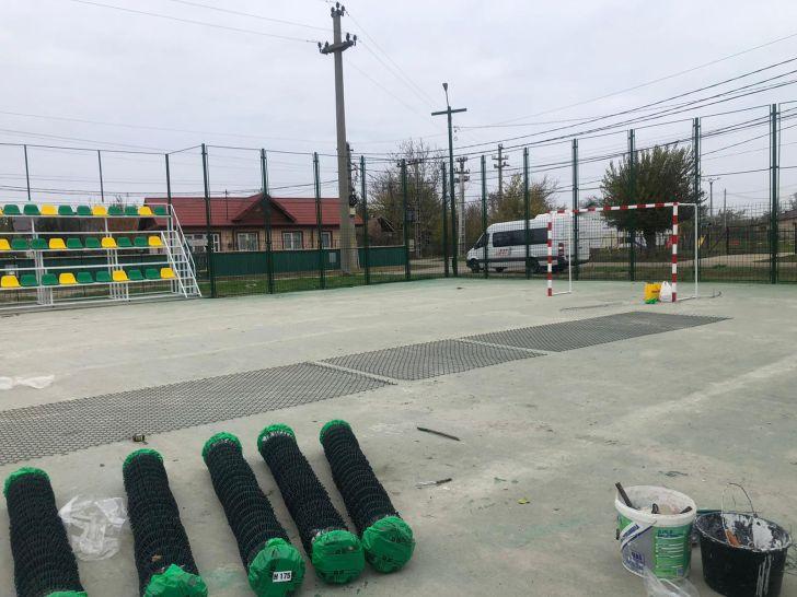 la ciorani a inceput reabilitarea primului teren de minifotbal din prahova