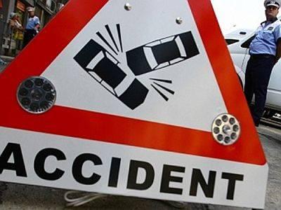 opt morti si patru raniti in anglia dupa o coliziune intre doua camioane si un microbuz